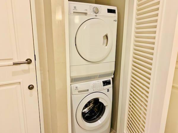 137 ピラーズ レジデンシズ バンコク(137 Pillars Residences Bangkok)の洗濯機