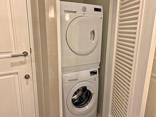 137 ピラーズ レジデンシズ バンコク(137 Pillars Residences Bangkok)の洗濯乾燥機