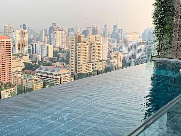 137 ピラーズ レジデンシズ バンコク(137 Pillars Residences Bangkok)のプール3