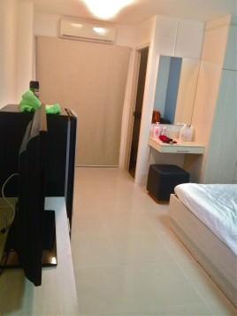 中級ホテルの部屋
