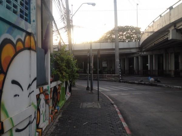 バンスー駅近くの道