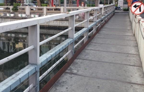 フアラムポーン駅付近の橋