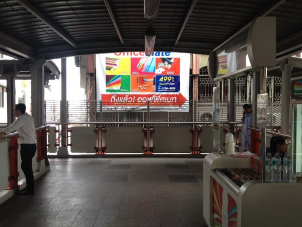 サパーンクワイ駅の階段