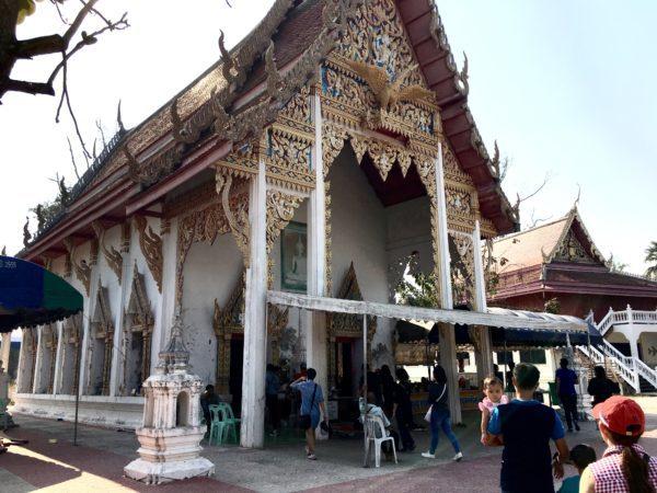 昼のボートクルーズで巡る寺院