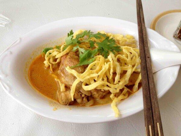 バンコクで美味しいカオソーイが食べられるレストラン6軒を紹介する。
