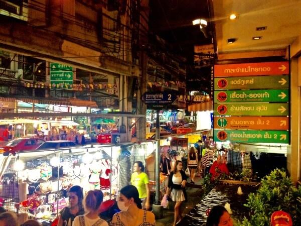 バンコクに来たら夜も遊ぼう。ホイクワンナイトマーケット。