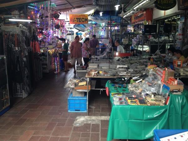 クローントム市場
