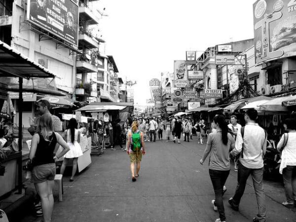 カオサンを歩く女性