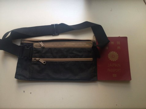 セキュリティポーチとパスポート
