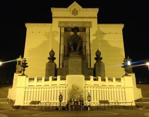 ラーマ1世の像