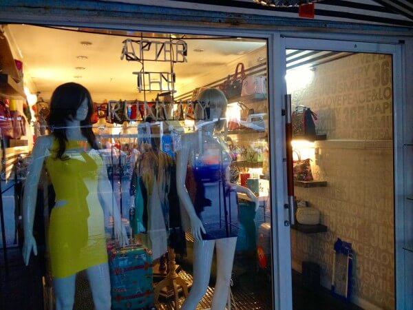 女性用の衣類店02
