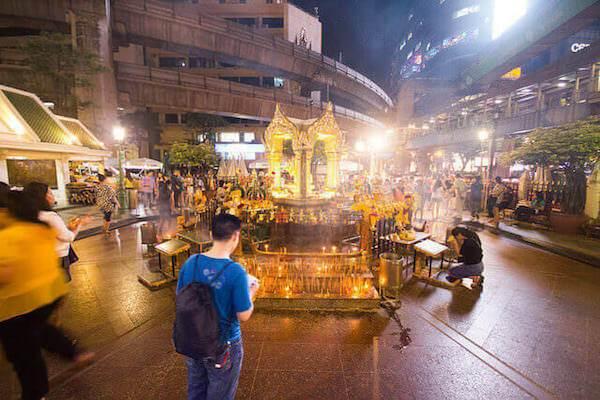 エラワンの祠とは?バンコク最大のパワースポットでお参りをしよう。