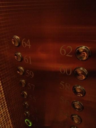 64階まで行けるエレベーター