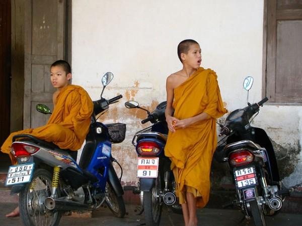 若い二人の僧侶