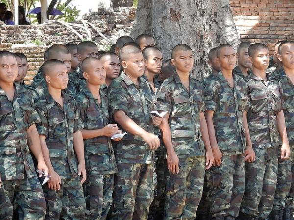 タイの若い兵士達