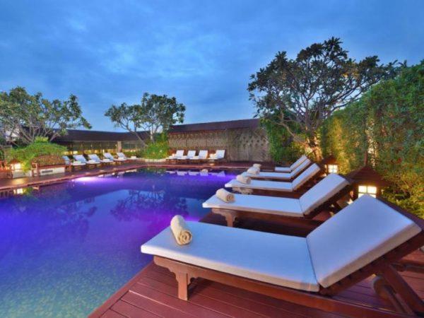 センターポイントプラトゥーナムホテルのプール