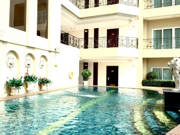 LK レジデンス (LK Residence)のプール