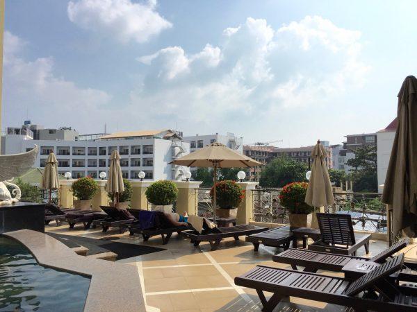 LK ルネサンス ホテル (LK Renaissance Hotel)のプールサイド