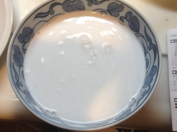 溶いたココナッツパウダー