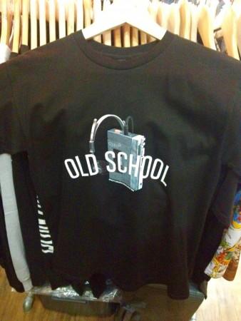 オールドスクールのTシャツ