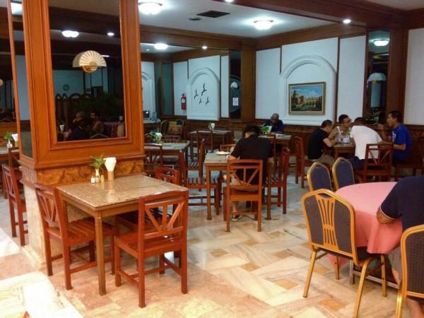 ロイヤルツインズホテルの食堂