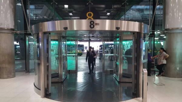 スワンナプーム国際空港の8番出口