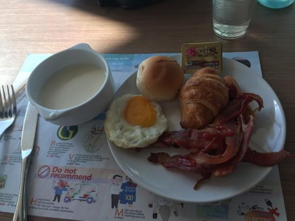バイヨークの朝食01