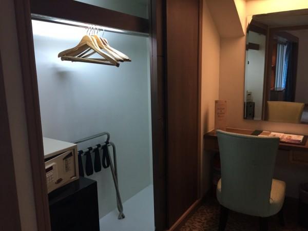 バイヨークスカイホテルの部屋。クローゼット。