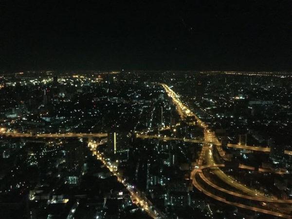 バイヨーク スカイ ホテル(Baiyoke Sky Hotel)のスカイバーから見えるバンコクの夜景