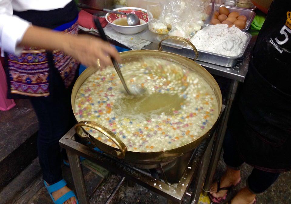 タイのデザート。バンコクで美味しいブアローイが食べられる店。