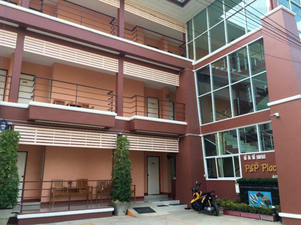 P アンド P プレイス アパートメント カンチャナブリー(P and P Place Apartment Kanchanaburi)の外観