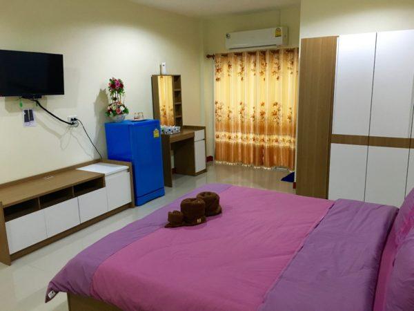 P アンド P プレイス アパートメント カンチャナブリー(P and P Place Apartment Kanchanaburi)の客室2