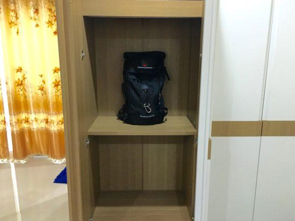 P アンド P プレイス アパートメント カンチャナブリー(P and P Place Apartment Kanchanaburi)の客室クローゼット