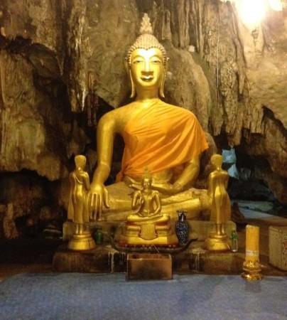 カオプーン洞窟の仏像
