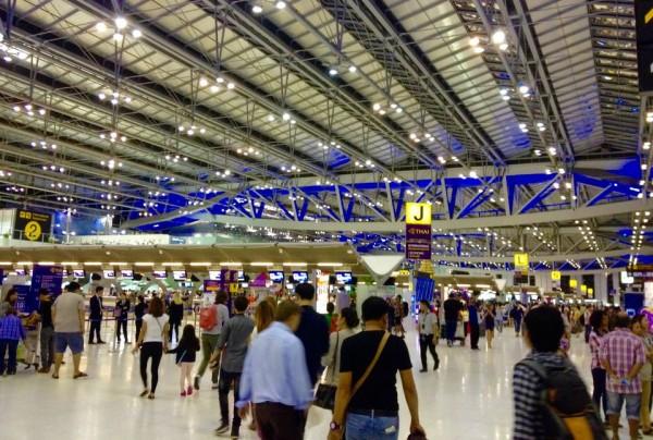 スワンナプーム国際空港のチケットカウンター
