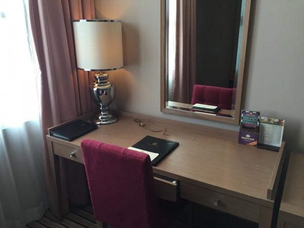 バークレイホテルの作業机