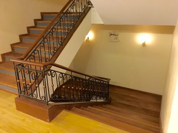 ステーションワンホテル内の階段