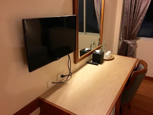 ステーションワンホテルの作業机