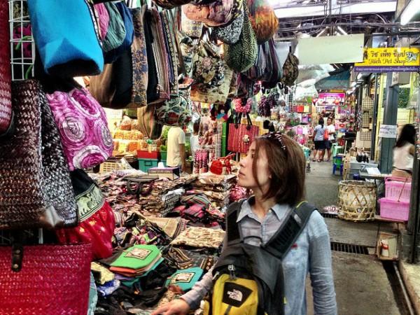 チャトゥチャックに並ぶアジアン雑貨