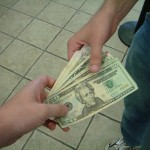お金を支払う