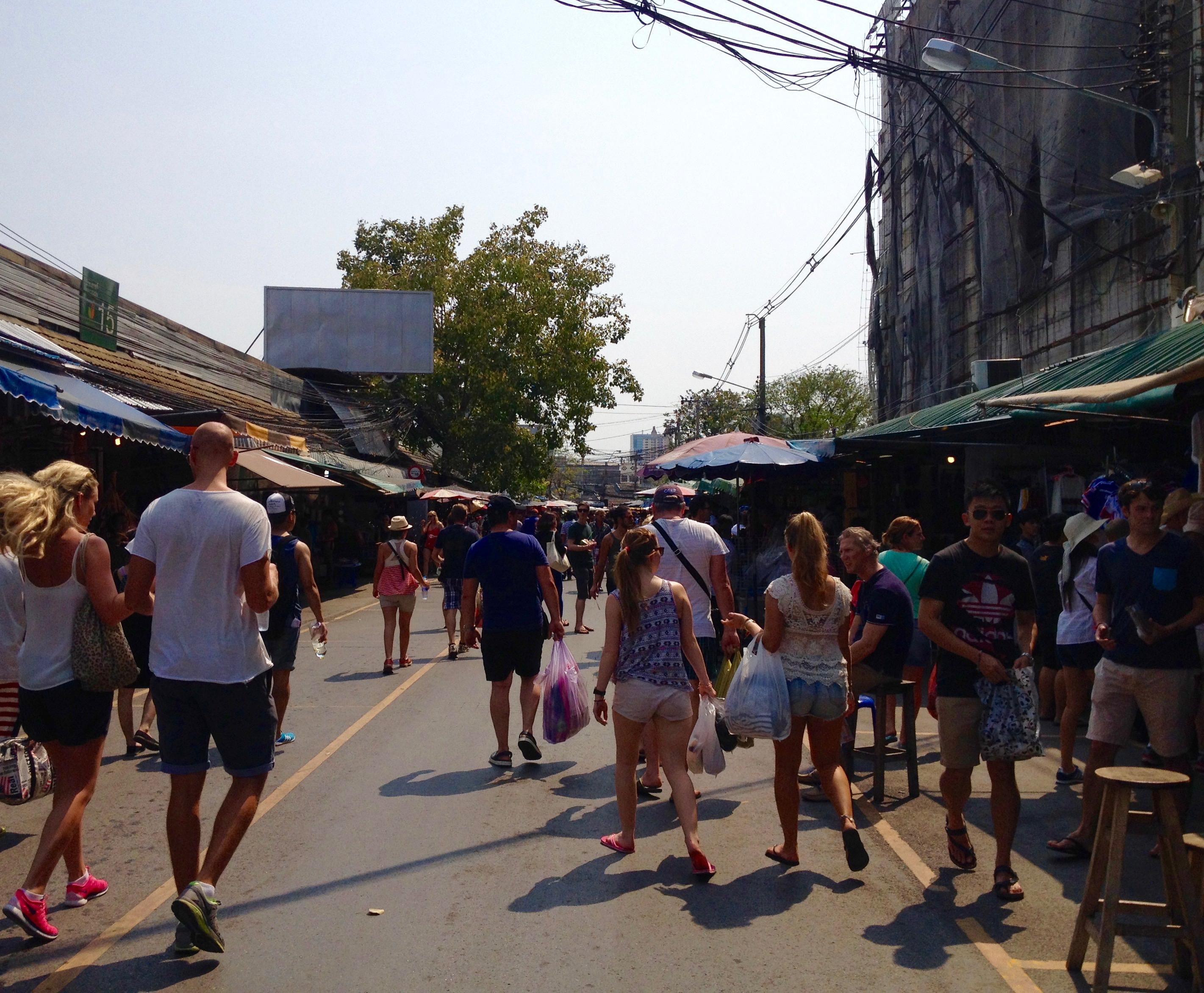 バンコクのチャトゥチャック ウィークエンドマーケット。観光に役立つ情報。