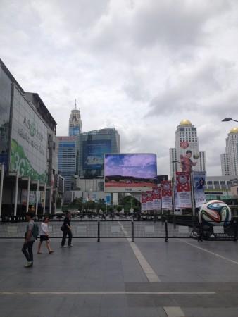 伊勢丹前広場