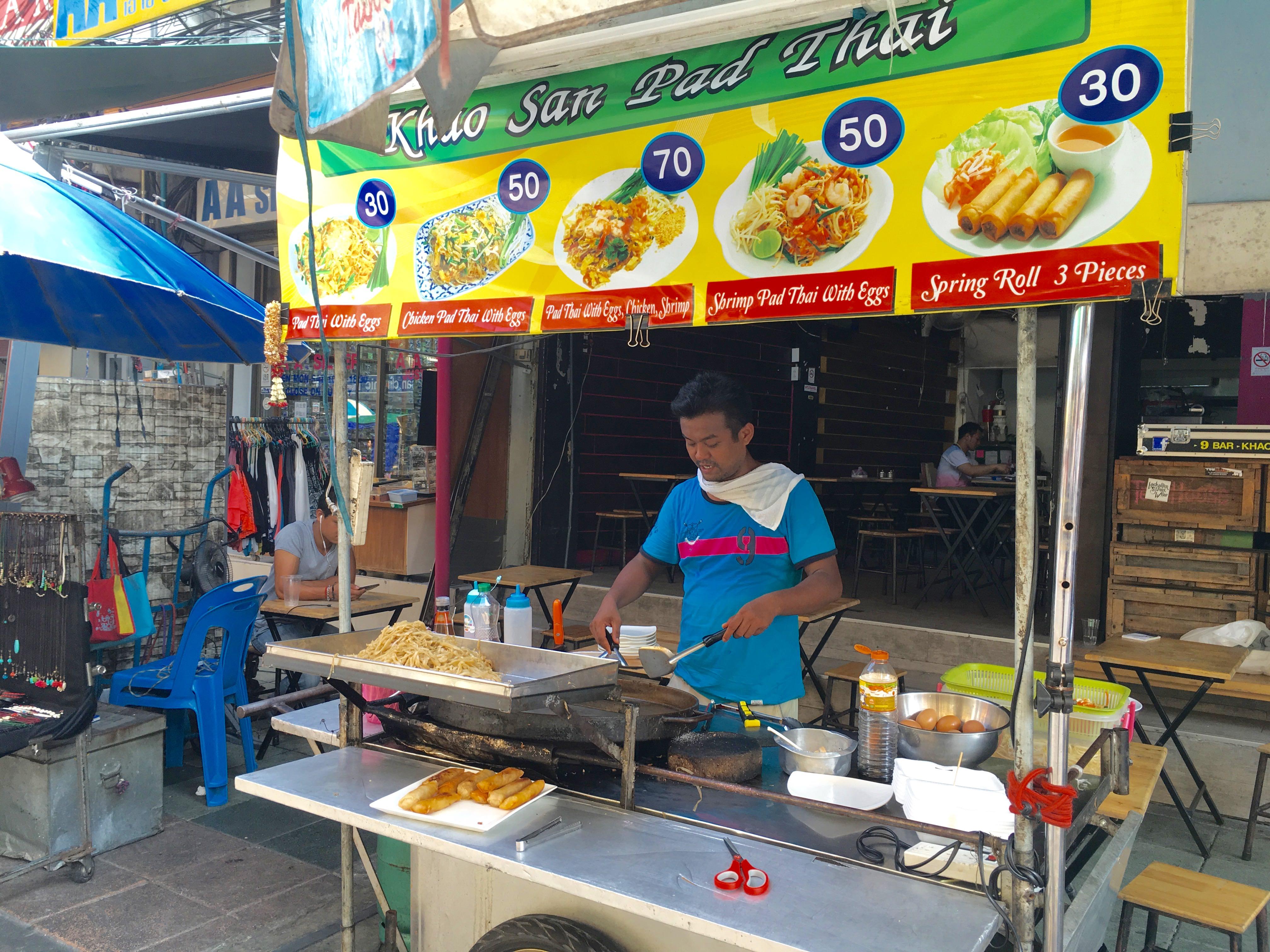 カオサンのおすすめレストラン。地元民に大人気のタイ料理屋3軒 + 日本食レストラン&インド料理屋を紹介するよ。