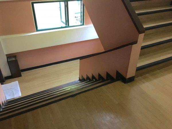 サワディーゲストハウスの階段