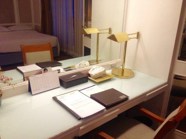 センターポイントプラトゥーナムホテル 作業机