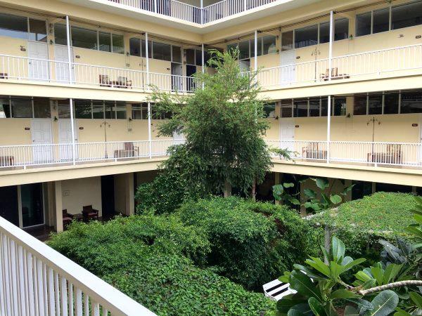 ファンナコンバルコニー 中庭1