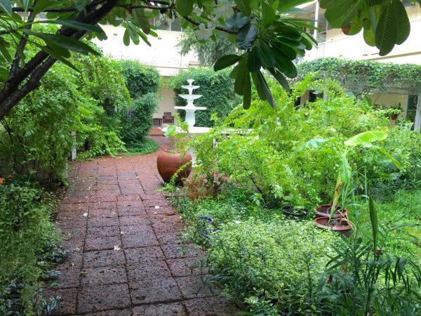 ファンナコンバルコニー 中庭2