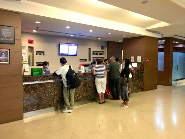 グランド スクンビット ホテル バンコク マネージド バイ アコー (Grand Sukhumvit Hotel Bangkok ? Managed by Accor)のチェックインロビー