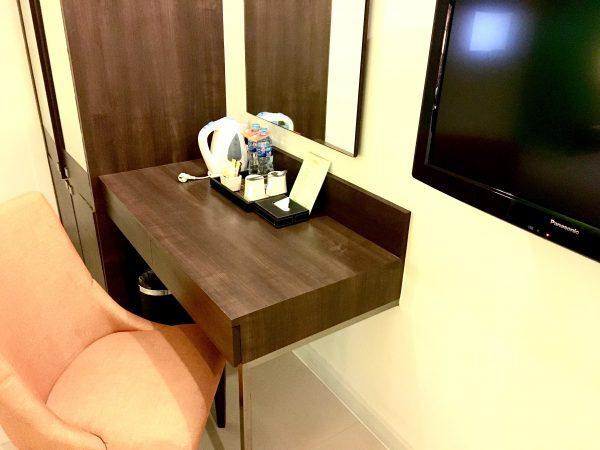 スーペリア ダブルルーム (Superior Double Room)の作業机