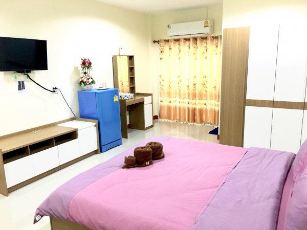 P アンド P プレイス アパートメント カンチャナブリー (P and P Place Apartment Kanchanaburi)の客室1